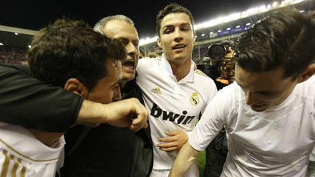 Nhung khoanh khac an tuong nhat cua Ronaldo trong mau ao Real - Anh 8