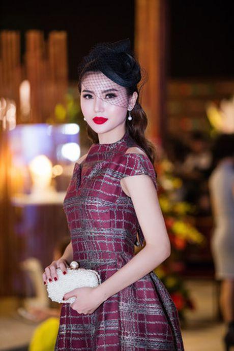 Hoa hau Ngoc Duyen 'me hoac' tham do thoi trang voi phong cach quy toc - Anh 6