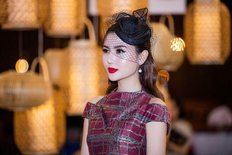 Hoa hau Ngoc Duyen 'me hoac' tham do thoi trang voi phong cach quy toc - Anh 7