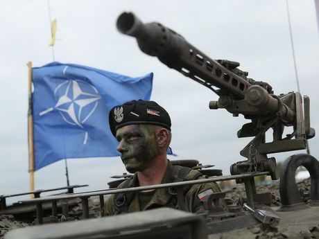 NATO gui thong diep cung ran toi Nga o khu vuc Baltic - Anh 1