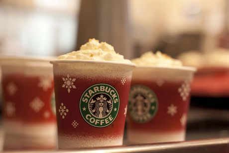 Starbucks ra mat nhieu san pham doc dao cho mua Giang Sinh - Anh 1