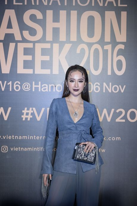 Hoang Thuy tao bao voi ao brallete ren ho bra day kheu goi - Anh 21