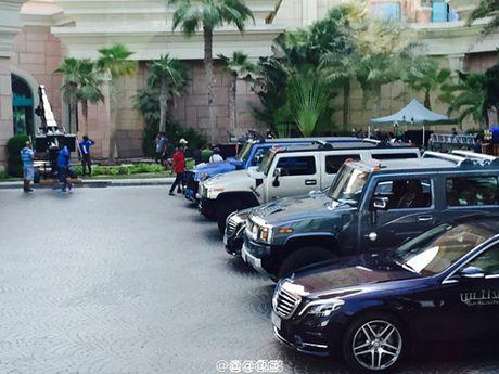 E kip phim Thanh Long pha nat sieu xe cua hoang tu Dubai - Anh 14
