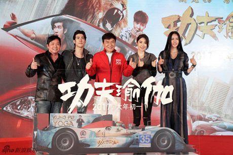 E kip phim Thanh Long pha nat sieu xe cua hoang tu Dubai - Anh 1