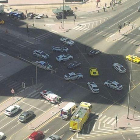 E kip phim Thanh Long pha nat sieu xe cua hoang tu Dubai - Anh 3