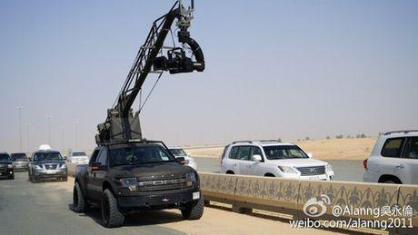 E kip phim Thanh Long pha nat sieu xe cua hoang tu Dubai - Anh 6