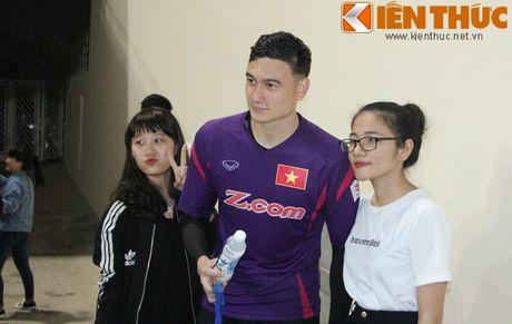Fan bao vay Cong Phuong va dan sao DTQG Viet Nam - Anh 10