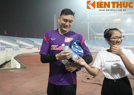 Fan bao vay Cong Phuong va dan sao DTQG Viet Nam - Anh 2