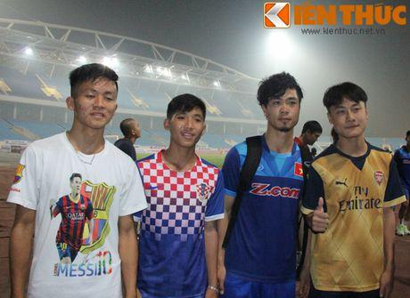 Fan bao vay Cong Phuong va dan sao DTQG Viet Nam - Anh 3