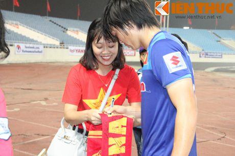 Fan bao vay Cong Phuong va dan sao DTQG Viet Nam - Anh 5
