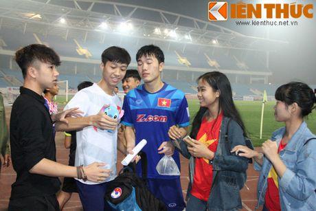 Fan bao vay Cong Phuong va dan sao DTQG Viet Nam - Anh 6