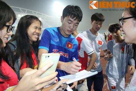 Fan bao vay Cong Phuong va dan sao DTQG Viet Nam - Anh 7