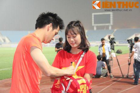 Fan bao vay Cong Phuong va dan sao DTQG Viet Nam - Anh 8