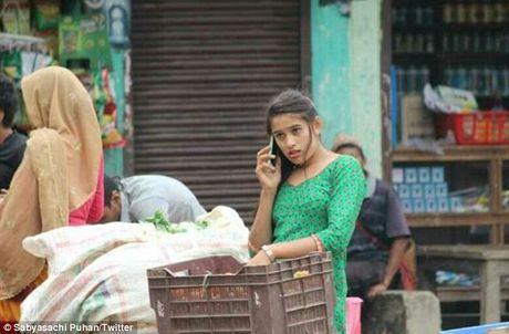 Co gai Nepal ban rau qua xinh dep gay sot mang - Anh 1