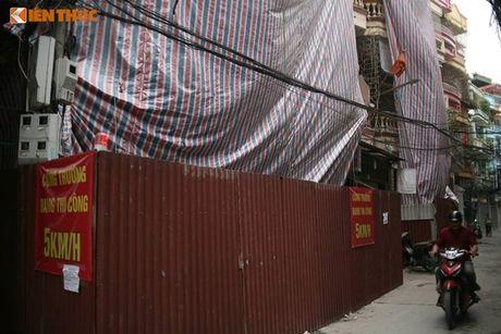 Ha Noi: Pha do nha 4 tang nghieng nhu thap Pisa - Anh 1