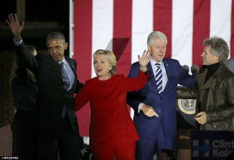 Tung 'vu khi bi mat' vao phut chot, Hillary khien Trump 'het cua'? - Anh 1