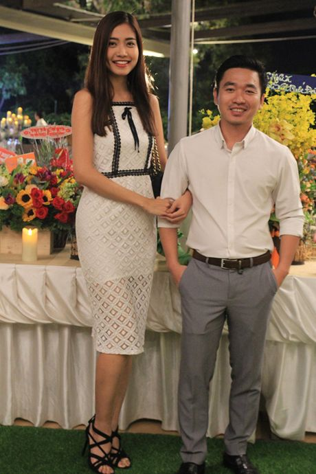 Ninh Hoang Ngan cao noi troi khi di ben chong dai gia - Anh 2