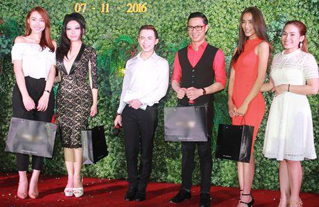 Ninh Hoang Ngan cao noi troi khi di ben chong dai gia - Anh 7