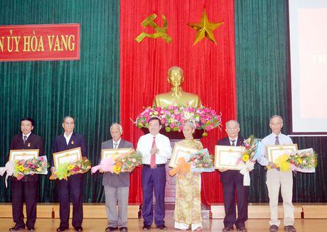 Trao Huy hieu Dang dot 7-11 - Anh 1