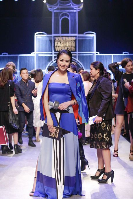 MC Phi Linh ca tinh, day bien hoa tai Vietnam International Fashion Week - Anh 2