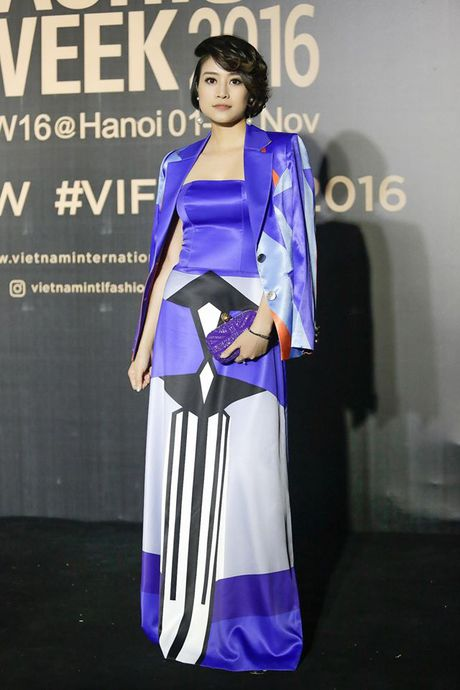 MC Phi Linh ca tinh, day bien hoa tai Vietnam International Fashion Week - Anh 4