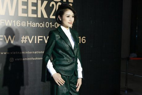 MC Phi Linh ca tinh, day bien hoa tai Vietnam International Fashion Week - Anh 6