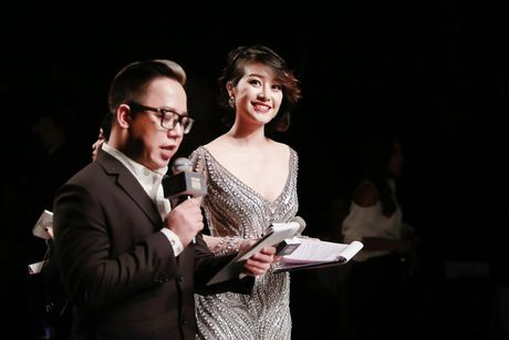 MC Phi Linh ca tinh, day bien hoa tai Vietnam International Fashion Week - Anh 9