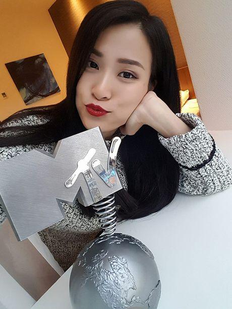 Sao Viet 8/11: Elly Tran ngoi xom an com hop, Sa Lim di choi voi 'tinh cu Midu' - Anh 6