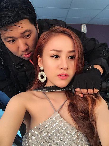 Sao Viet 8/11: Elly Tran ngoi xom an com hop, Sa Lim di choi voi 'tinh cu Midu' - Anh 9