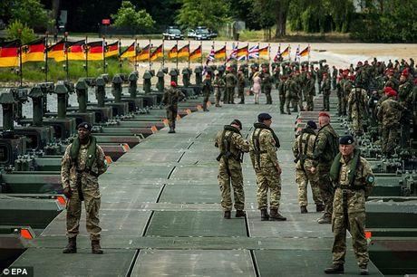 NATO dat 300.000 quan o muc bao dong cao vi lo xung dot voi Nga - Anh 1