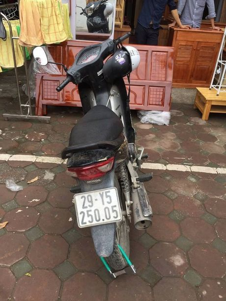 CSGT Ha Noi bat nong ten trom xe may - Anh 2