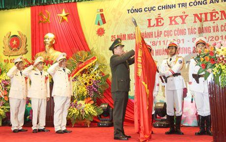 Cuc Cong tac dang va cong tac quan chung don nhan Huan chuong Bao ve To quoc hang Nhi - Anh 1