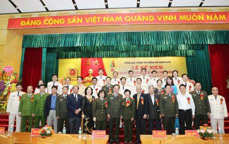 Cuc Cong tac dang va cong tac quan chung don nhan Huan chuong Bao ve To quoc hang Nhi - Anh 3