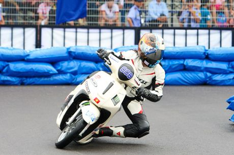 """Kich tinh den nget tho voi giai dua xe """"Yamaha GP Racing"""" - Anh 4"""