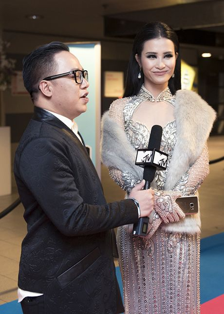 Dong Nhi hoi hop truoc gio nhan giai thuong EMA 2016 - Anh 4