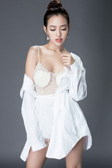 A hau Thuy Linh dep tinh khoi trong set do trang - Anh 7