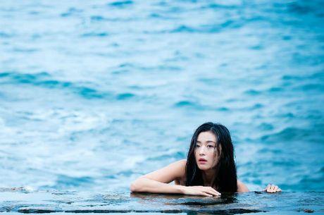 Jeon Ji Hyun khoe vai tran giua dam sen khi vao vai tien ca - Anh 4