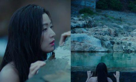 Jeon Ji Hyun khoe vai tran giua dam sen khi vao vai tien ca - Anh 5