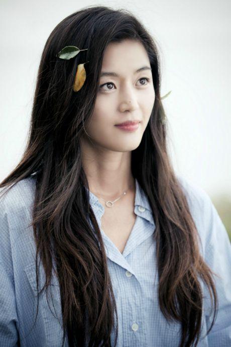 Jeon Ji Hyun khoe vai tran giua dam sen khi vao vai tien ca - Anh 6