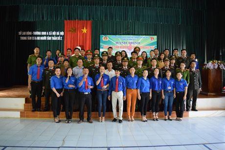 Doan Thanh nien Cong an Ha Noi dang len Bac nhung chien cong - Anh 3