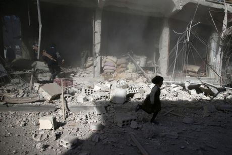 Thu do Damascus, Syria tan hoang sau nhung cuoc khong kich - Anh 11