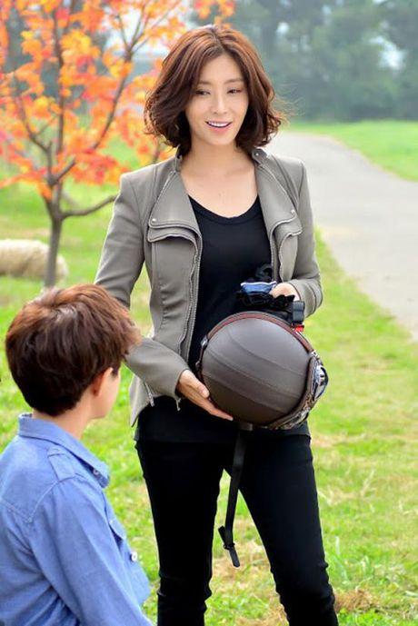 Phu nhan Choi Yoo Jin (The K2) cu tre dep the nay, bao sao YoonA (SNSD) bi lu mo - Anh 16