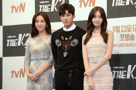 Phu nhan Choi Yoo Jin (The K2) cu tre dep the nay, bao sao YoonA (SNSD) bi lu mo - Anh 6