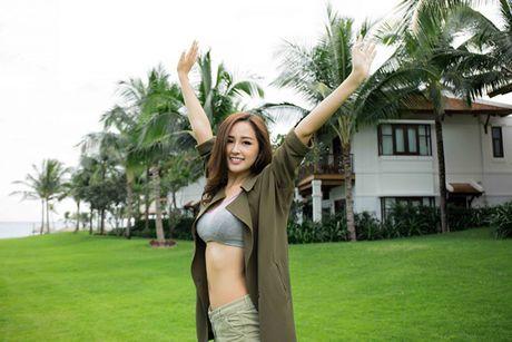 Mai Phuong Thuy khoe vong eo con kien sau scandal chinh anh qua da - Anh 1