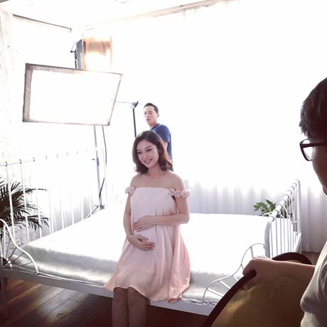 Jennifer Pham 'vac' bung bau 7 thang di chup hinh - Anh 1