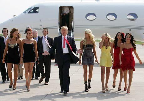 Donald Trump trong mat cac nu nhan vien - Anh 2