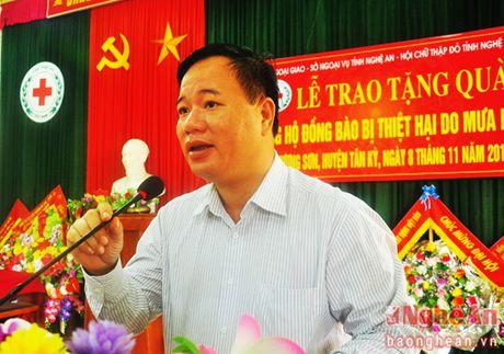 Hoi Chu thap do Nghe An trao qua ung ho cua Bo Ngoai giao tai Tan Ky - Anh 2