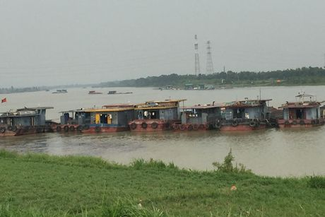 Bac Ninh: Doan xe qua tai va hanh trinh trai phep tren de Kenh Vang - Anh 2