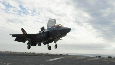 May bay tang hinh F-35B cua My chay khi dang bay - Anh 1