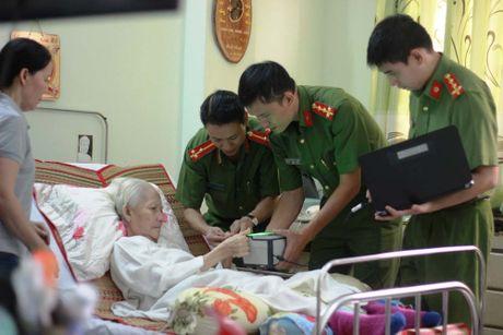 Cong an den tan nha lam can cuoc: Hoan nghenh tinh than vi dan - Anh 1